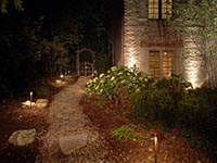 Landscape lighting for pathways
