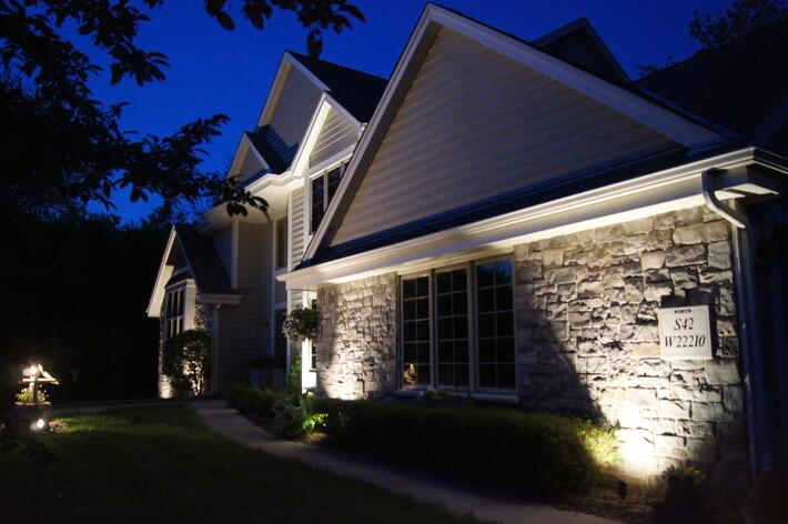3 expert tips for a well lit front walk